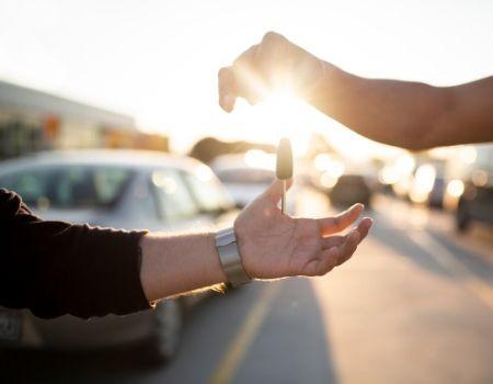 Mejoran los datos de venta de coches y la previsión inicial tras la crisis sanitaria.