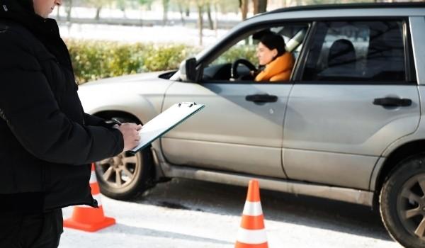 ¿Se puede conducir sin carnet?